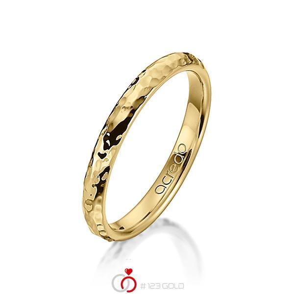 klassischer Trauring/Ehering in Gelbgold 750 gehämmert Struktur von acredo - A-1274-13