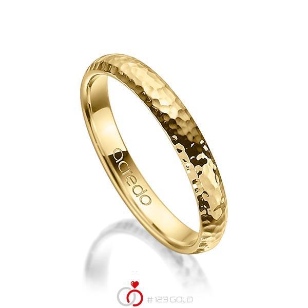 klassischer Trauring/Ehering in Gelbgold 750 gehämmert Struktur von acredo - A-1274-14