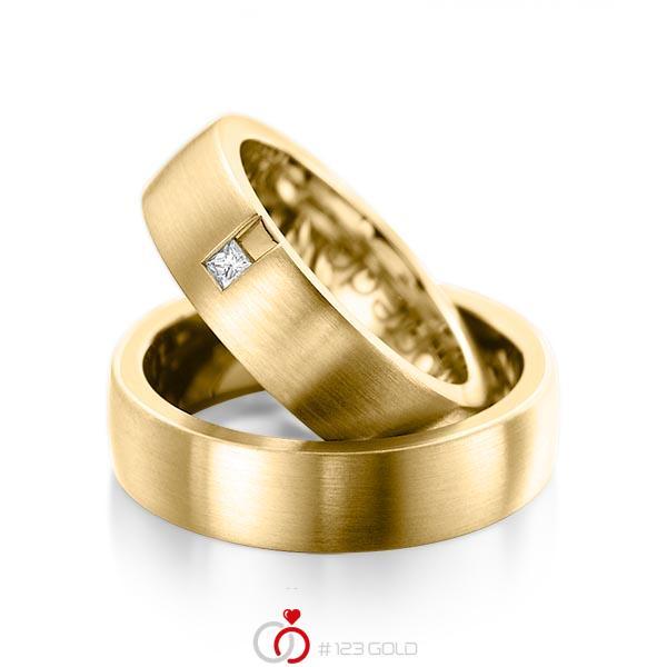 Paar klassische Trauringe/Eheringe in außen Gelbgold 585 , innen Gelbgold 585 mit zus. 0,06 ct. Prinzess-Diamant tw, si von acredo - A-1091-3