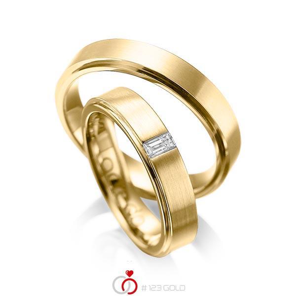 Paar klassische Trauringe/Eheringe in außen Gelbgold 585 , innen Gelbgold 585 mit zus. 0,12 ct. Baguette-Diamant tw, vs von acredo - A-1054-11