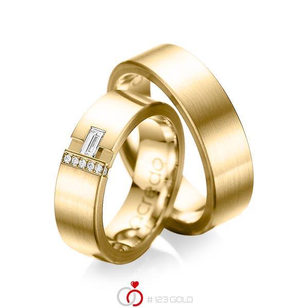 Paar klassische Trauringe/Eheringe in außen Gelbgold 585 , innen Gelbgold 585 mit zus. 0,155 ct. Baguette-Diamant & Brillant tw, vs tw, si von acredo - A-1066-8