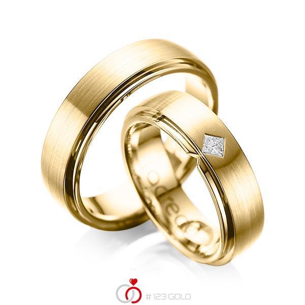 Paar klassische Trauringe/Eheringe in aussen Gelbgold 585 , innen Gelbgold 585 mit zus. 0,1 ct. Prinzess-Diamant tw, si von acredo - A-1061-8
