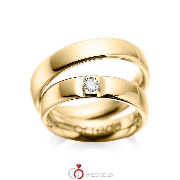Set klassieke trouwringen in geelgoud 14 kt. met in totaal 0,12 ct. Briljant tw/si van acredo - A-1089-1
