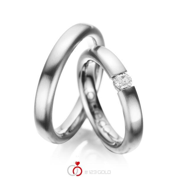Set klassieke trouwringen in grijsgoud 14 kt. met in totaal 0,2 ct. Briljant tw/si van acredo - A-1051-6