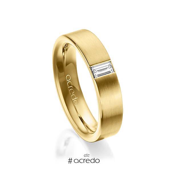 klassischer Trauring/Ehering in außen Gelbgold 585 , innen Gelbgold 585 mit zus. 0,2 ct. Baguette-Diamant tw, vs von acredo