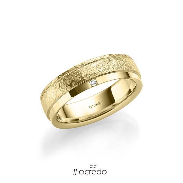 klassischer Trauring/Ehering in Gelbgold 585 crushed Struktur, mit zus. 0,03 ct. Prinzess-Diamant tw, si von acredo
