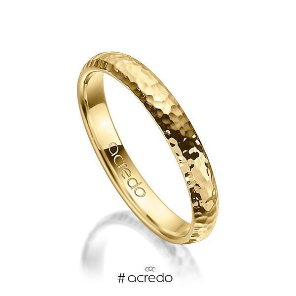 klassischer Trauring/Ehering in Gelbgold 750 gehämmert Struktur von acredo