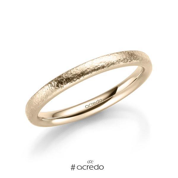 klassischer Trauring/Ehering in Signature Gold 585 crushed Struktur von acredo