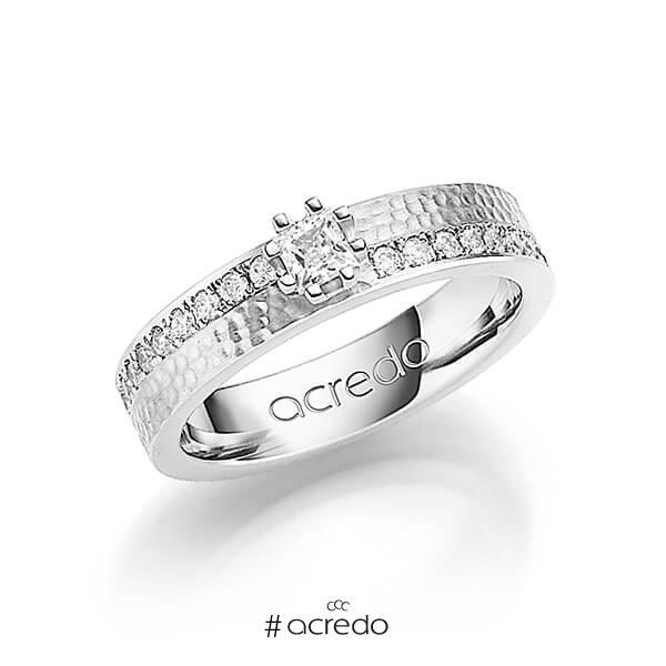 klassischer Trauring/Ehering in Weißgold 585 gehämmert Struktur mit zus. 0,74 ct. Prinzess-Diamant & Brillant tw, si von acredo