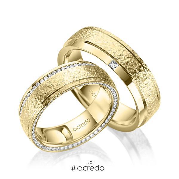 Paar klassische Memoire-Trauringe/Eheringe in Gelbgold 585 , crushed Struktur vollausgefasst mit zus. 0,6 ct. Brillant & Prinzess-Diamant tw, si von acredo