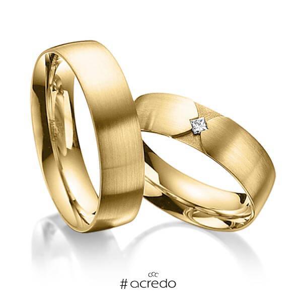 Paar klassische Trauringe/Eheringe in außen Gelbgold 585 , innen Gelbgold 585 mit zus. 0,04 ct. Prinzess-Diamant tw, si von acredo