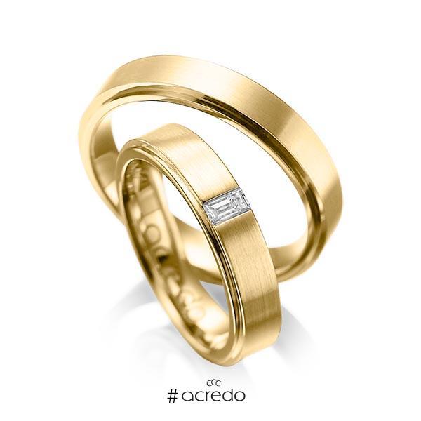 Paar klassische Trauringe/Eheringe in außen Gelbgold 585 , innen Gelbgold 585 mit zus. 0,12 ct. Baguette-Diamant tw, vs von acredo