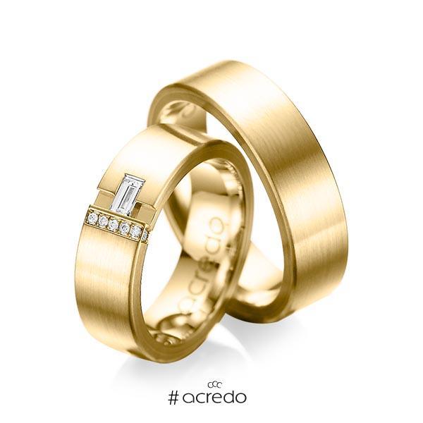 Paar klassische Trauringe/Eheringe in außen Gelbgold 585 , innen Gelbgold 585 mit zus. 0,155 ct. Baguette-Diamant & Brillant tw, vs tw, si von acredo