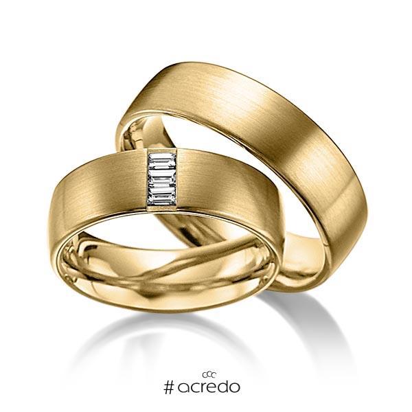 Paar klassische Trauringe/Eheringe in außen Gelbgold 585 , innen Gelbgold 585 mit zus. 0,18 ct. Baguette-Diamant tw, vs von acredo