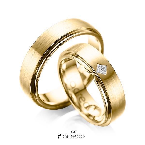 Paar klassische Trauringe/Eheringe in außen Gelbgold 585 , innen Gelbgold 585 mit zus. 0,1 ct. Prinzess-Diamant tw, si von acredo
