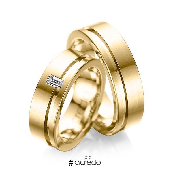 Paar klassische Trauringe/Eheringe in Gelbgold 585 mit zus. 0,12 ct. Baguette-Diamant tw, vs von acredo