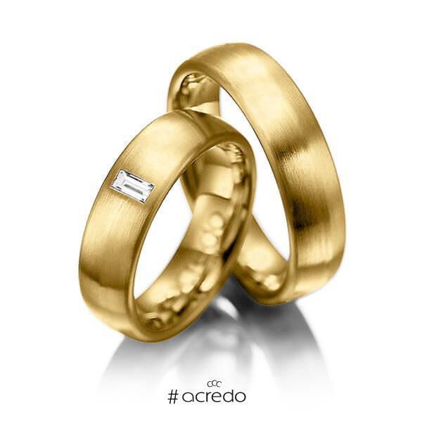 Paar klassische Trauringe/Eheringe in Gelbgold 585 mit zus. 0,1 ct. Baguette-Diamant tw, vs von acredo