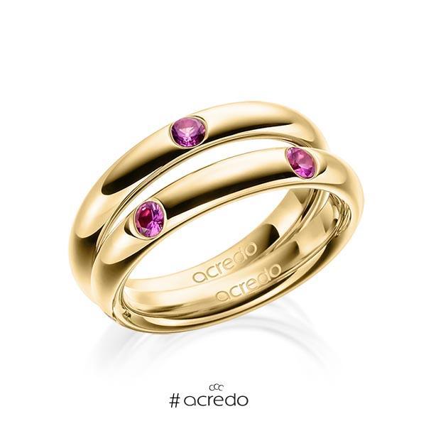 Paar klassische Trauringe/Eheringe in Gelbgold 585 mit zus. 0,48 ct. Brillant Saphir Pink (A 10) von acredo