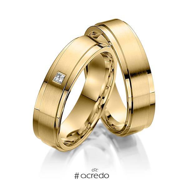 Paar klassische Trauringe/Eheringe in Innen Gelbgold 585 , außen Gelbgold 585 mit zus. 0,03 ct. Prinzess-Diamant tw, vs von acredo