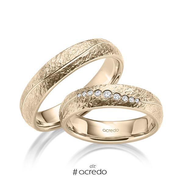 Paar klassische Trauringe/Eheringe in Signature Gold 585 crushed Struktur mit zus. 0,101 ct. Brillant tw, si von acredo