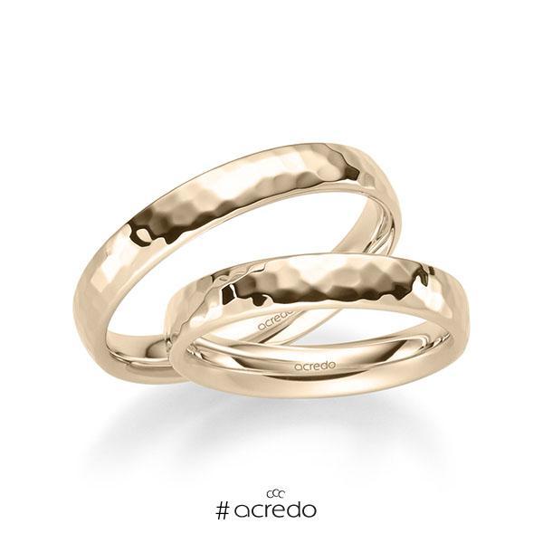 Paar klassische Trauringe/Eheringe in Signature Gold 585 gehämmert Struktur von acredo