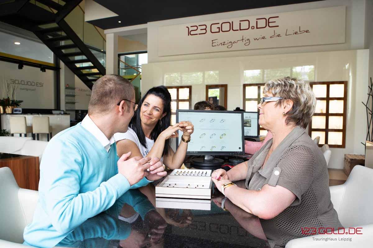Wir führen sowohl Ringe aus Gold - Weißgold, Gelbgold, Platin und Palladium.